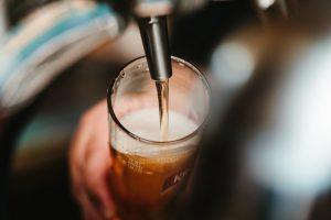 Nitrogen generators for beer dispensing